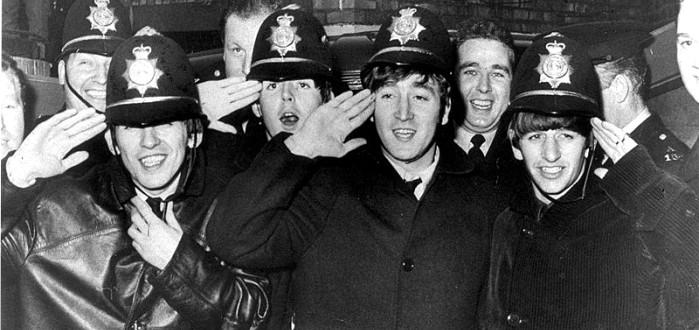Los-Beatles-con-la-policía-de-Birmingham.-Foto-West-Midlands-Police-DP