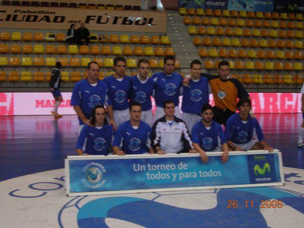 Nuestro equipo antes de disputar la final en Las Rozas; arriba,  de izquierda a derecha: Juan Pepe, Francis, David, Alberto, Diego, Alan. Abajo: Juan Carlos, Navas, Pozo, Alfrado y Paco.